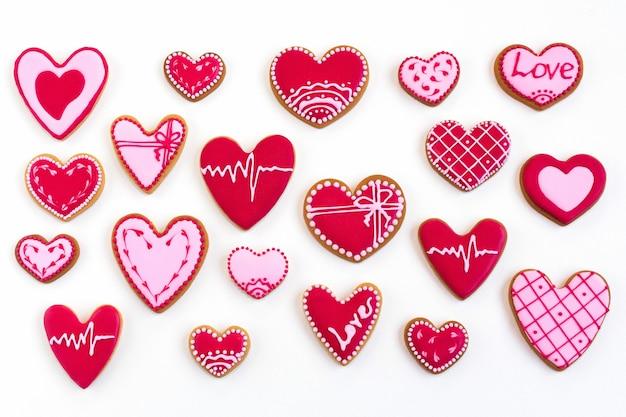 Плоская планировка печенья в форме сердца на день святого валентина. фото высокого качества