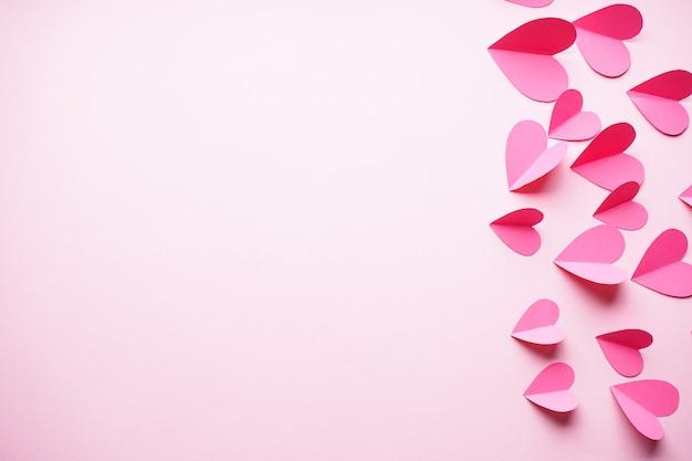 День святого валентина. день матери фон, плоская планировка. концепция любви. сердечки на пастельном фоне с пространством для текста.
