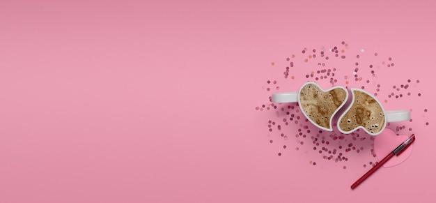バレンタインデーのピンクの背景。ピンクの背景にコーヒー、紙吹雪、紙のハートとペンとカップ。