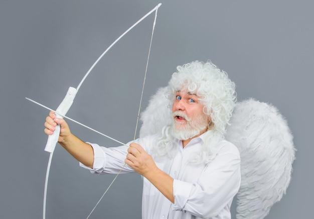 Валентина ангел с крыльями, стрелы любви, празднование дня святого валентина.