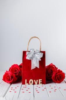 Валентина фон с красной розой, форма сердца, подарочный пакет, слово деревянные буквы