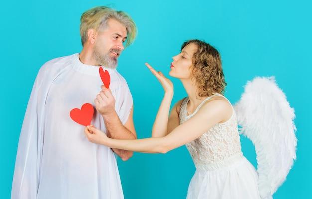 발렌타인 데이. 붉은 마음을 가진 천사입니다. 프리미엄 사진