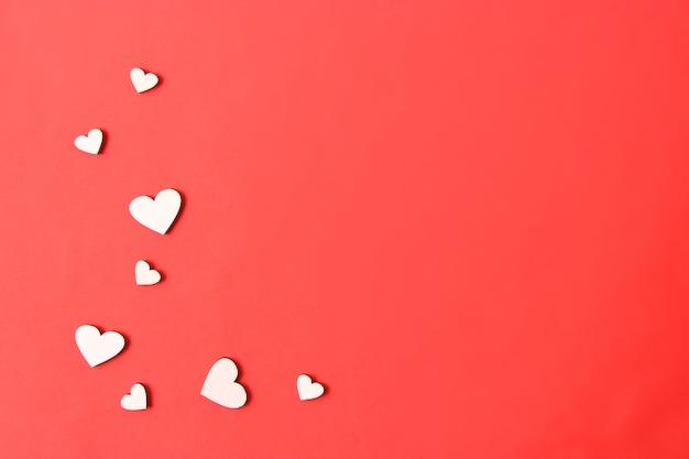 ミニマリズムスタイルのバレンタインデーの背景テキストを挿入するハートの背景の場所