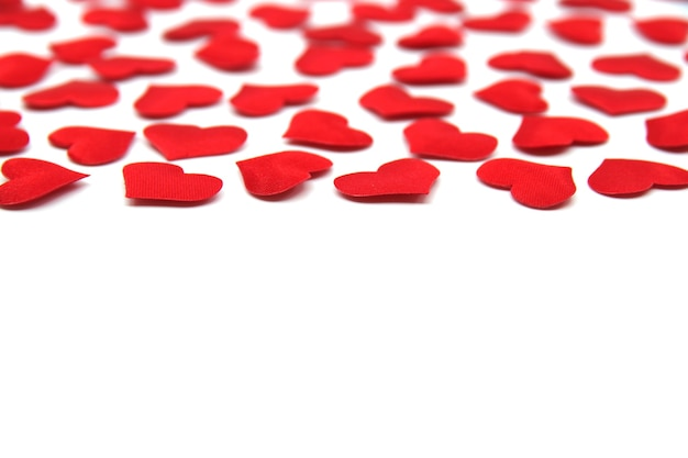 발렌타인 데이 배경. 흰색 배경에 고립 된 빨간 밝은 마음. 빨간 심 혼 발렌타인 데이 카드. 발렌타인 패턴. 텍스트를위한 opy 공간.