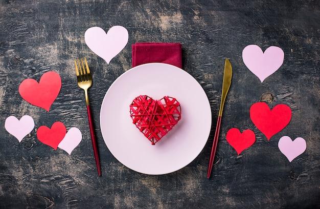 Праздничная сервировка стола на день святого валентина