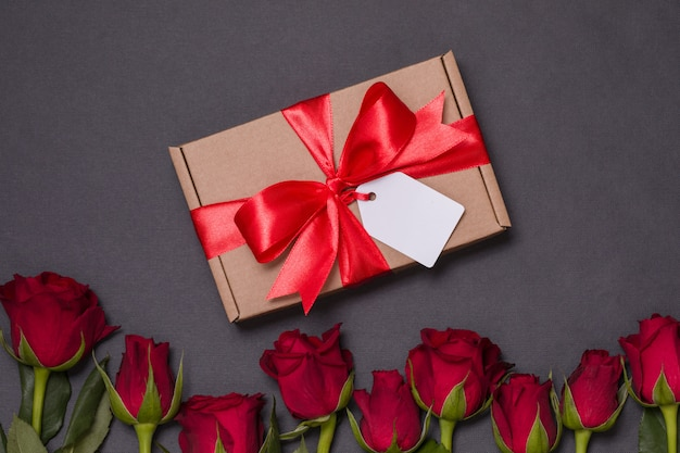 Valentines day gift ribbon bow tag, seamless black background red roses