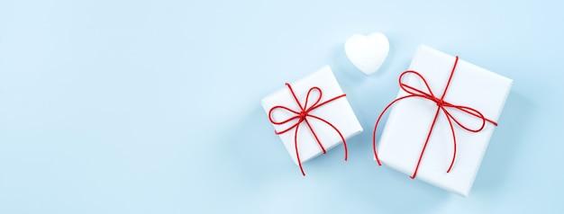 バレンタインデーの挨拶手作りの包まれたギフトボックス