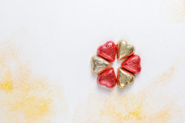 День святого валентина шоколадные конфеты в форме сердца, декоры.