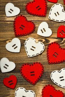 バレンタインデーパーティー。クリエイティブなデザインをモックアップします。バレンタインデーのミニマルなスタイル。ロマンチックな挨拶。バレンタインデーの心の背景。愛とロマンス。世界の心臓の日。甘い心と恋人。