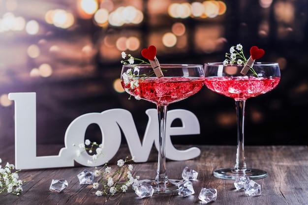 バレンタインデーの赤いカクテル
