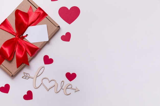 Valentines day romantic seamless white background, gift tag bow, present, love, hearts