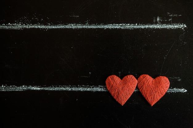 발렌타인 데이. 발렌타인 데이 인사말 카드입니다. 나무 배경에 심장입니다. 사랑의 마음.