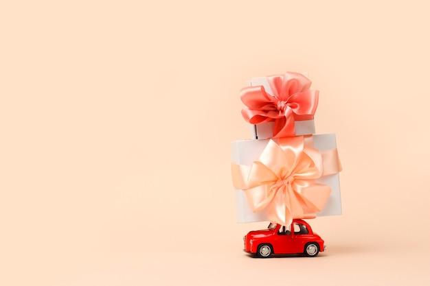 Концепция доставки подарков на день святого валентина всемирный женский день