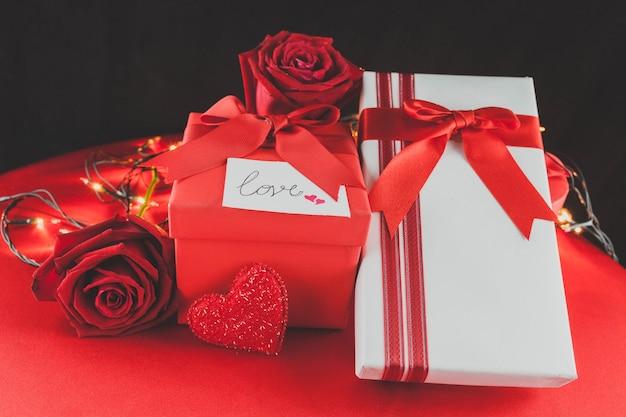 バレンタインの贈り物とバラ