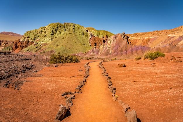 Valle del arcoiris, сан-педро-де-атакама, чили.