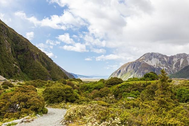 Долина между озерами в южных альпах