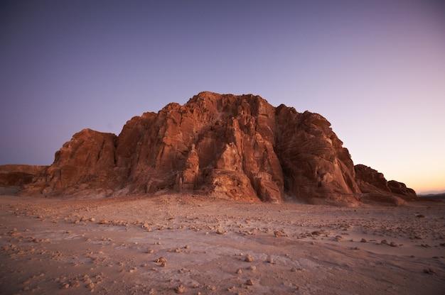 Долина в синайской пустыне с горами