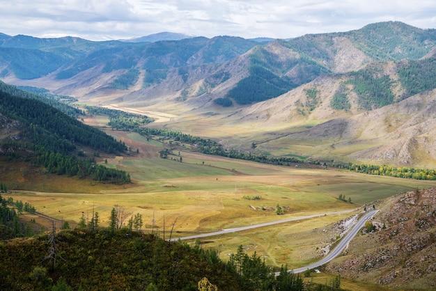 Долина реки малый ильгумен старый маршрут чуйского урочища перевал чикетаман горный алтай россия