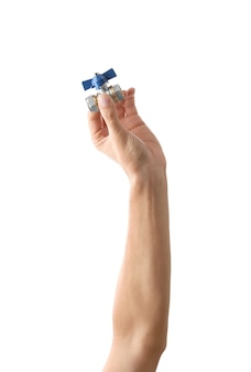 Клапан в мужской руке, изолированные на белом фоне
