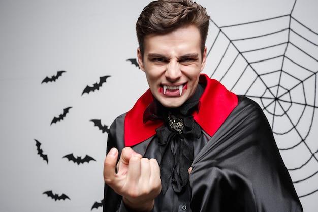 뱀파이어 할로윈 개념-화가 백인 뱀파이어 비명의 초상화.