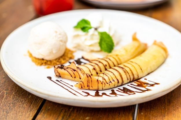 Vanilla ice-cream with banana crape and whipped cream