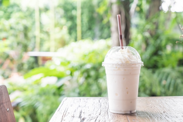 Ванильный коктейль молочного коктейля