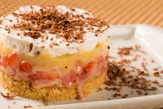 Vanilla pudding with strawberry and walnuts