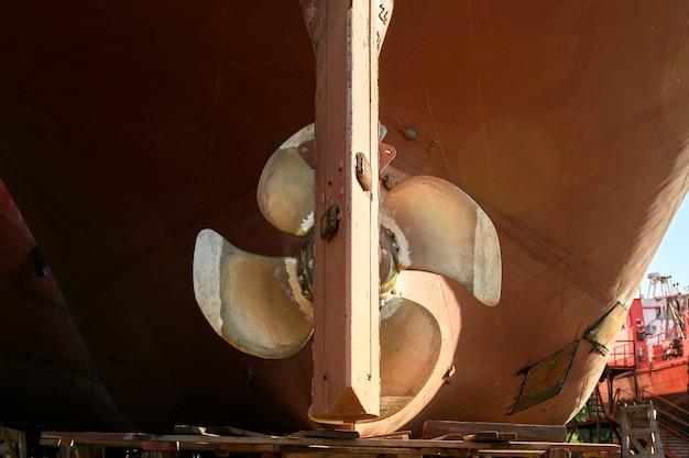 가변 피치 프로펠러 및 방향타 선박 수리 야드의 해안 화물선