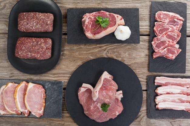 黒いトレイに肉の品種