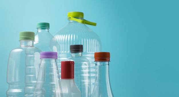 절연 사용 된 플라스틱 병의 종류입니다. 재사용, 재활용 및 폐기물 제로 캠페인