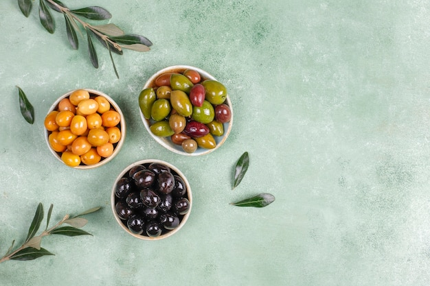 Variety of green and black whole olives.