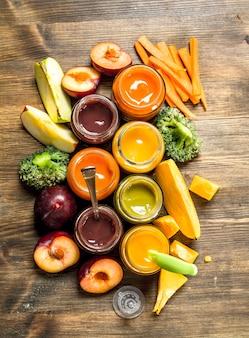 果物や野菜からのさまざまなベビーピューレ