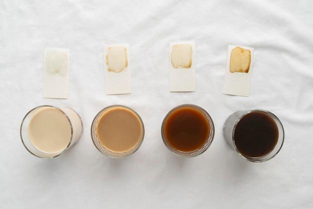 테이블에 다양한 커피