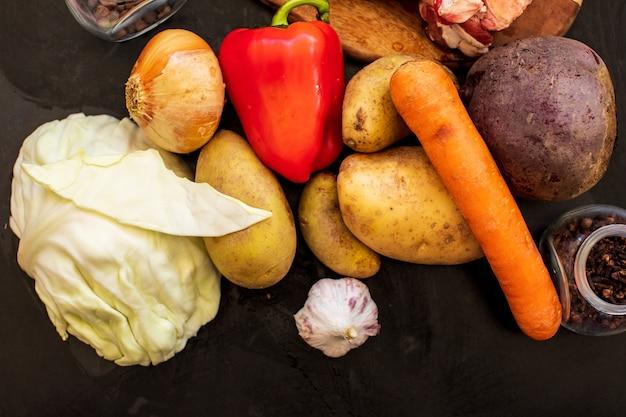 Разнообразие красочных овощей для супов