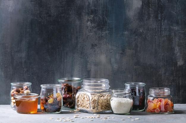 Разнообразие сухофруктов и орехов