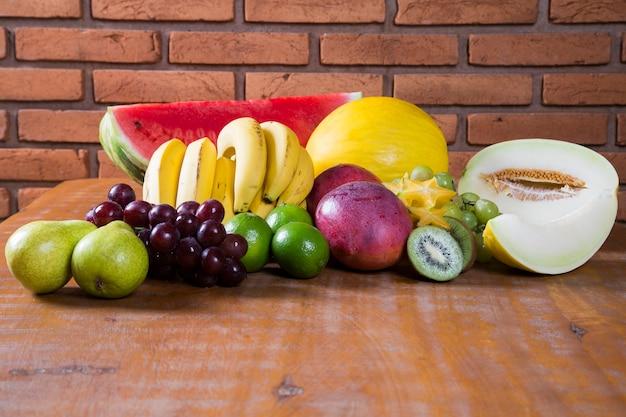 여름을위한 다양한 신선한 과일.