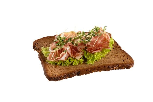 크림 치즈, 야채, 살라미 소시지를 곁들인 다양한 미니 샌드위치.