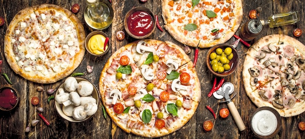 さまざまなピザ