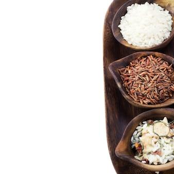 나무 그릇에 밥의 다양 한