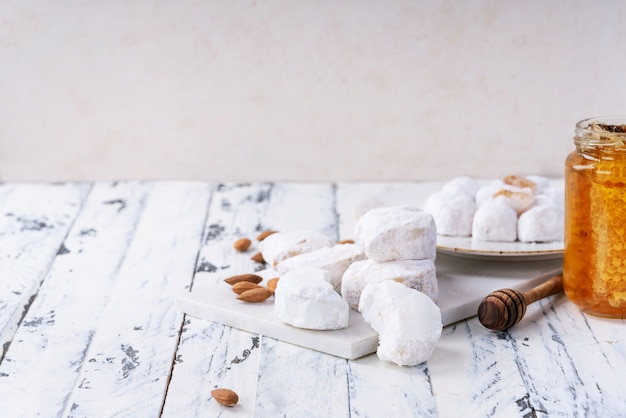 伝統的なギリシャのお菓子各種