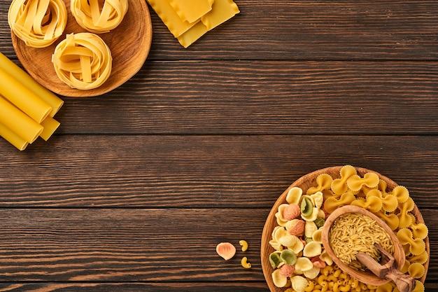 다양한 전통 이탈리아 파스타 : 다채로운 스파게티