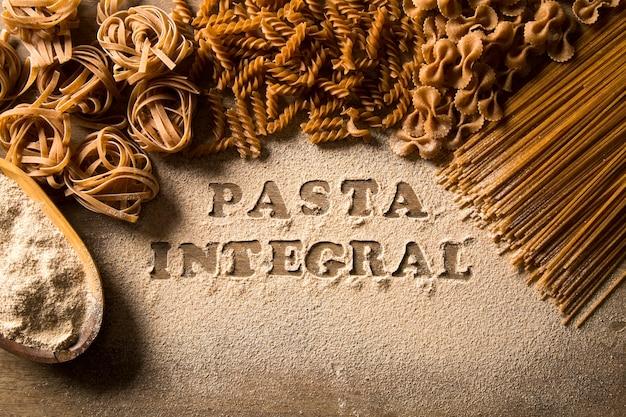 Разнообразие видов и форм сухой итальянской цельной пасты