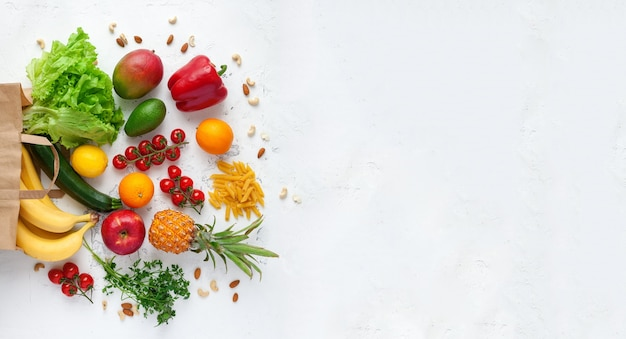 さまざまな野菜や果物