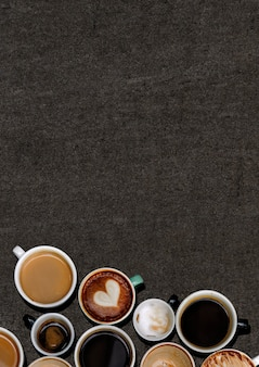 テクスチャード加工された黒いグランジのさまざまなコーヒーマグ