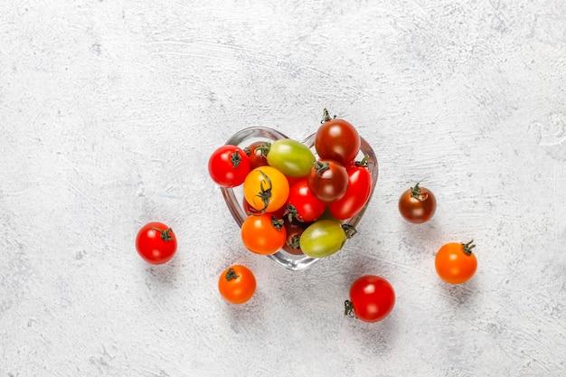 다양한 다채로운 체리 토마토.