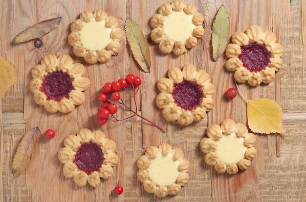 各種クッキーと紅葉