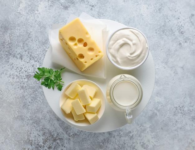Различные молочные продукты, вид сверху