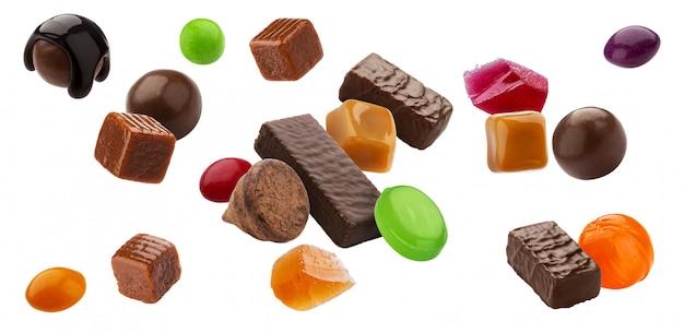 다양한 젤리 사탕, 카라멜 및 막대 사탕