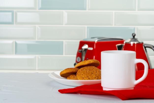 キッチンカウンターの様々な台所用品