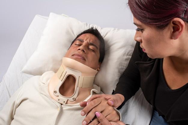 재활 및 치료 중 부상당한 다양한 라틴 아메리카 사람들